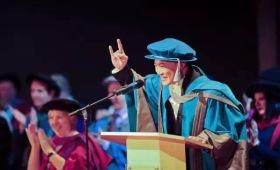 """王思聪不爱钞票爱哲学,陈奕迅不爱唱歌爱建筑,他们竟然都被这些英国大学""""耽误""""过"""