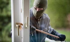 留英法律干货 | 房东频繁进入家中,幸亏洗澡时反锁门,遇到非法入侵该怎么办?
